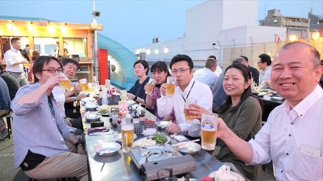 写真:都心勤務を終え立川まで来てくれた人も~乾杯!