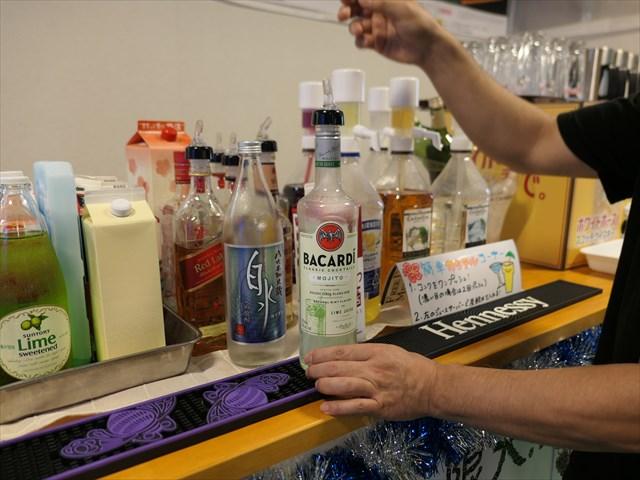 写真:他にもお酒が多種並ぶ