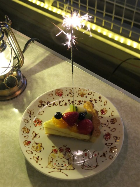 写真:花火も添えられお皿にはかわいらしいイラストも